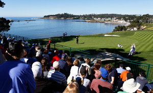 Crowd watching a golf putt on Pebble Beach Golf Links 5th green.
